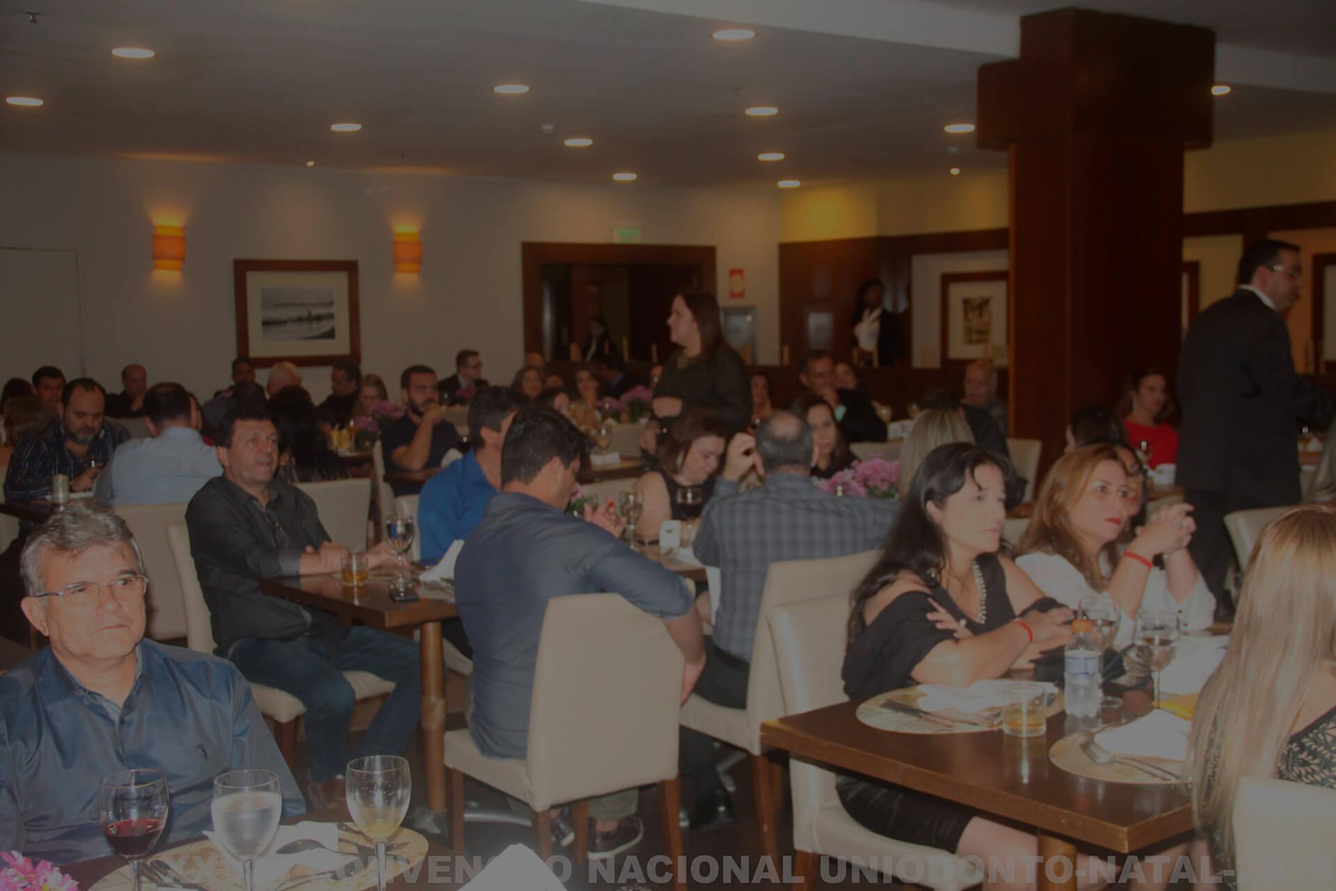 Uniodonto do Brasil recebe convencionais com show e  jantar de boas-vindas